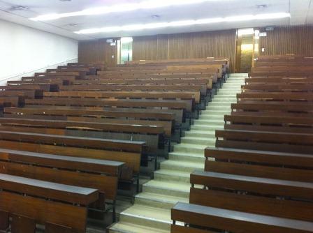 אולם פסיכומטרי בניין מדרגה באוניברסיטת חיפה